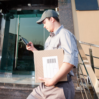 GTS-Delivery-Man-with-Tablet